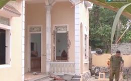 Dân kéo đến đập phá, dỡ nhà của chủ hụi vì nghi ôm tiền bỏ trốn