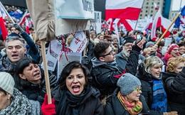 """Ba Lan đang """"Putin hoá"""", EU lo sợ mất Warsaw"""