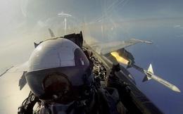 """""""Bầu trời rực lửa"""": Tiêm kích Mỹ ngang nhiên giả dạng Không quân Nga!"""