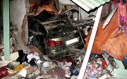 Xế hộp Lexus tông vào nhà dân, 6 người thương vong