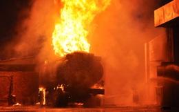 Cảnh cháy khủng khiếp xảy ra khi xe bồn tiếp xăng vào bể của cây xăng