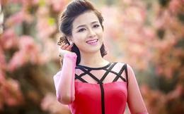 Dương Hoàng Yến e ấp, dịu dàng khi diện áo dài