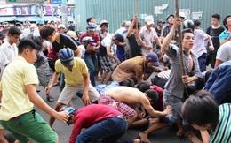 Cảnh tượng hỗn loạn khi người dân ở Sài Gòn  giẫm đạp, chen lấn nhau giành đồ cúng cô hồn