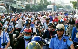 Người Sài Gòn khổ sở lội nước đi làm, kẹt xe kéo dài hàng cây số