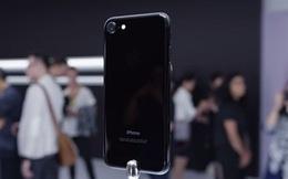 """Hết thời vàng hồng, iPhone đen bóng """"lên ngôi"""" chênh giá vài chục triệu đồng"""