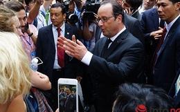 Hình ảnh Tổng thống Pháp dạo phố cổ Hà Nội cùng giáo sư Ngô Bảo Châu