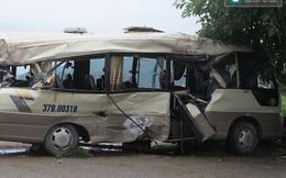 Cạy ghế giải cứu người trên xe khách biến dạng sau tai nạn