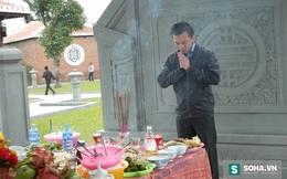 Con trai ông Nguyễn Bá Thanh viếng mộ cha ngày giỗ đầu