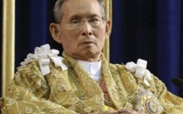 Nhà vua Thái Lan bị viêm phổi