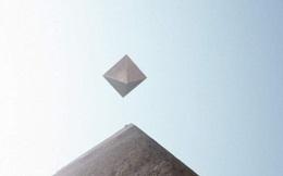 """Cả hạm đội UFO như kim tự tháp """"lộn ngược"""" bay lơ lửng ở Ai Cập"""