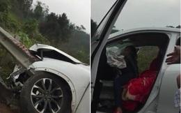 Nghẹt thở pha giải cứu 2 mẹ con mắc kẹt trong ô tô bị đâm nát đầu