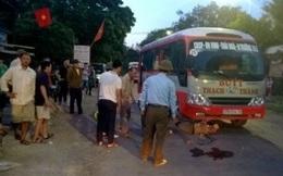 Gây tai nạn, tài xế xe buýt bị người dân vây đánh