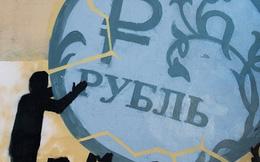 """Merrill Lynch: Đồng ruble sẽ thoát """"lời nguyền tháng 8"""""""