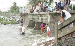 Dân Đà Nẵng đổ xô ra bờ biển bắt cá nước ngọt sau bão