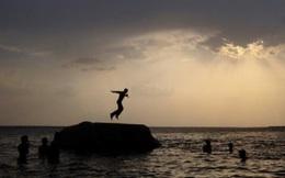 """""""Hồ chết chóc"""" ở Ấn Độ: Mầm bệnh của cả thế giới"""