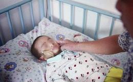 Trẻ nuốt nắp chai tử vong, bài học quá đắt cho bất kỳ ai có con nhỏ