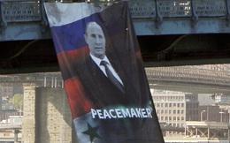 """[VIDEO] Mỹ cuống cuồng vì Putin """"lộ diện"""" trên cầu Manhattan"""