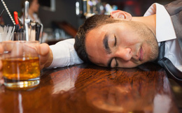 """5 bí quyết giải rượu tốt nhất quý ông nào cũng nên """"bỏ túi"""""""