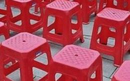 Vì sao trên ghế nhựa có 1 lỗ tròn? Điều không phải ai cũng biết