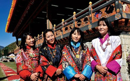 4 hoàng hậu xinh đẹp, vừa là chị em ruột vừa là vợ của ông hoàng đẹp trai xứ sở Hạnh Phúc