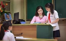 Ngày 20/11: Cụ bà Hà Nội gây sốt với bài thơ về thầy cô giáo cũ