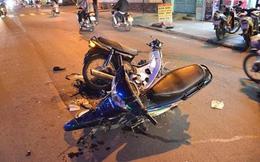 Hai xe máy văng bánh sau cú tông kinh hoàng, hai người nguy kịch