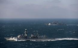 Trở về từ Địa Trung Hải, tàu săn ngầm Nga gặp ngay khinh hạm Anh phục sẵn...