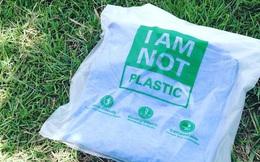 Đột phá: Công dụng y hệt túi ni lông, nhưng loại túi này có thể dễ dàng hòa tan với nước để uống