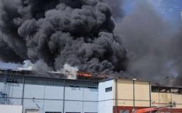 Kho hàng TTTM Đồng Xuân Berlin bốc cháy dữ dội