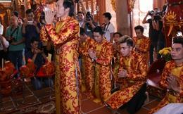 Các nghệ sĩ nô nức đến thăm đền thờ Tổ trị giá 100 tỷ của Hoài Linh