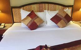 Có bí mật gì không khi các khách sạn đặt tới 4 chiếc gối trên giường cho 2 người nằm?
