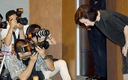 Con trai mắc tội cưỡng dâm phụ nữ, mẹ Nhật cúi đầu xin lỗi cả nước
