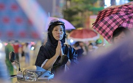 Hàng nghìn người đội mưa nghe giảng kinh Vu Lan ở chùa Phúc Khánh