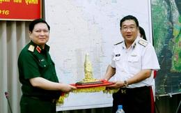 Bộ trưởng Bộ Quốc phòng thăm và làm việc tại Bộ Tư lệnh Hải quân