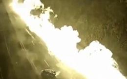 Xe bồn đâm liên hoàn, cả đoạn đường chìm trong biển lửa