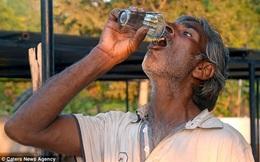 Kinh ngạc với người đàn ông uống nước tiểu bò để trị bệnh
