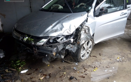 Ô tô 4 chỗ đâm xe máy ngược chiều, 3 mẹ con nguy kịch