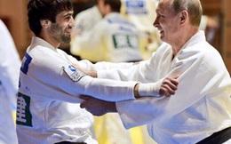 """""""Đệ tử"""" của Tổng thống Putin cho cả Olympic biết đâu mới là Judo"""