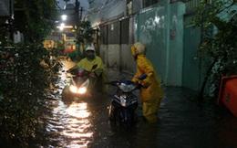 Nhiều tuyến đường ở TPHCM ngập nặng, dự báo còn mưa to