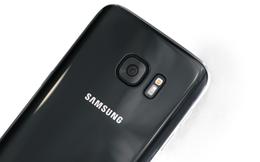 """Galaxy S7 cũng sắp bán ra màu """"Jet Black"""" giống hệt iPhone 7"""
