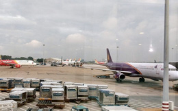 Sân bay Tân Sơn Nhất quá tải cả trên trời lẫn dưới đất