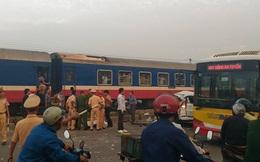 Hà Nội: Ô tô bị tàu hỏa tông trúng lúc rạng sáng, 5 người tử vong