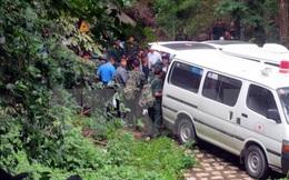 Chuyển xác máy bay trực thăng EC-130T2 bị nạn xuống núi bàn giao cho Binh đoàn 18