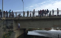Hoảng sợ với thi thể người đàn ông treo cổ ở cầu Thuận Phước