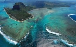 Thác nước giữa lòng đại dương: Cả đời bạn nên đến đây ngắm 1 lần!