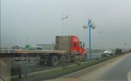 """Kinh hồn xe container phóng ngược chiều như """"điên"""" tại Hà Nội"""