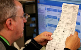 Người của Hillary Clinton chính thức tham gia vào việc kiểm phiếu lại ở bang chiến trường