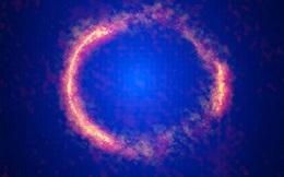 """""""Vòng tròn lửa bí ẩn"""" của Einstein ẩn chứa một vệ tinh mờ ám?"""