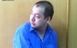 Bị cáo vẫn bị cảnh sát còng tay sau khi được tòa tuyên trả tự do