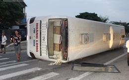 Dân phá cửa cứu hành khách trong xe giường nằm lật trên quốc lộ